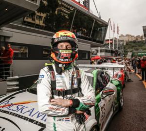 Jaap van Lagen met Energy-Bullets raceauto op circuit